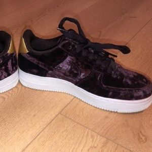 Nike Air Force 1 Velvet Sneakers